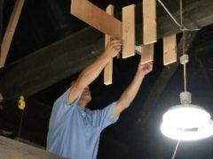 取換える梁の型を採る棟梁