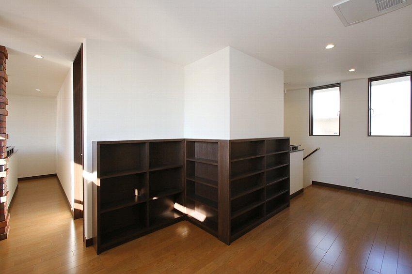 ホールのに設えた本棚