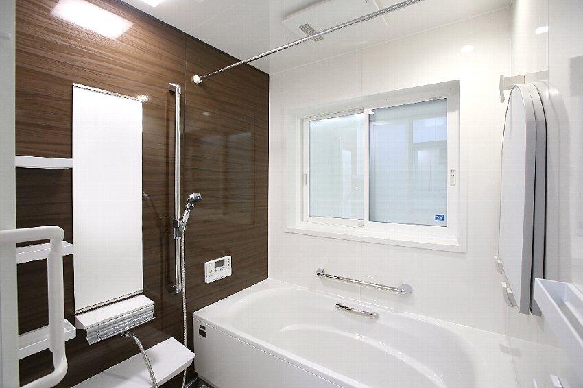 浴室のアクセントも同系色で
