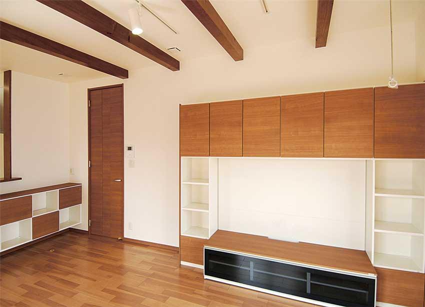 デザインと収納量を備えたリビング家具