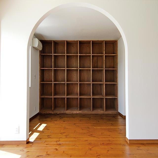 作り付けの本棚