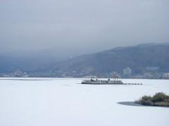 全面氷結した湖