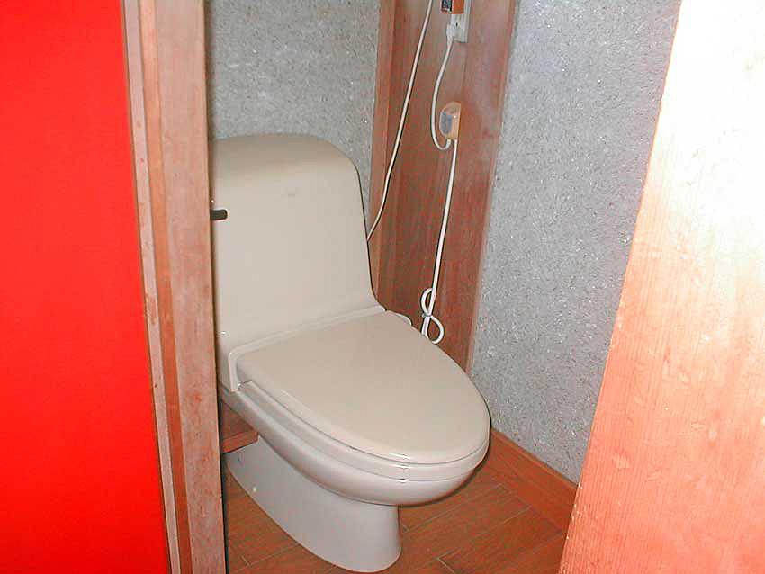 リフォーム前の簡易水洗トイレ