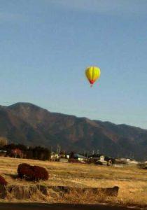 上伊那上空を飛ぶ気球